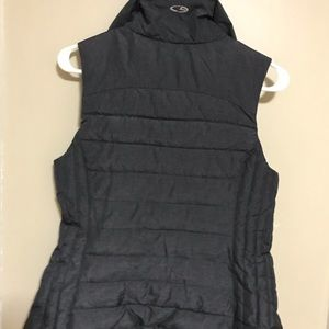 Cozy gray and black vest jacket puffer